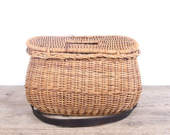 Vintage Genuine Fishing Creel / Fishing Basket / Old Basket Fishing Equipment / Old Fishing Decor - Cabin Lake Restaurant Bar Decoration