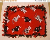 CHRISTMAS SALE Fleece Tie Pet Blanket for Cats or Small Dogs - Red with Cats