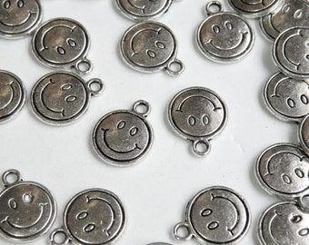 10 Smiley Face Emoji charms round antique silver 15x12mm P13757