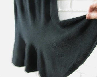80's black knit ruffled bottom skirt size 12