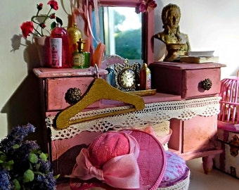 Shabby Vignette - Bedroom