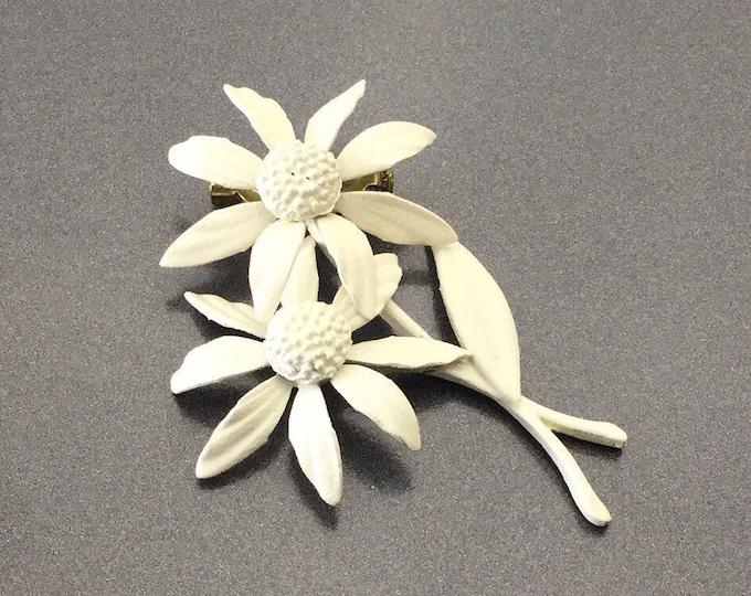 Nice Vintage White enamel flower brooch, Enamel flower daisy brooch. Wedding flower brooch. Wedding brooch.