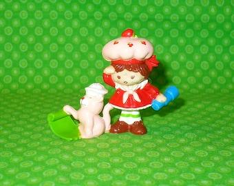 "Vintage Strawberry Shortcake DELUXE MINI PVC Figure Strawberry & Custard Sailing 2"" tall 1983 Kenner"