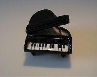 Vintage miniature Hagen Renaker black baby grand piano