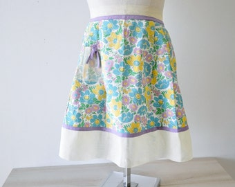 The Bakers Wife--1950s vintage floral apron /  country living half apron