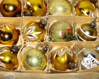 12 vintage Christmas ornaments gold glitter hand painted mercury glass West Germany mixed lot