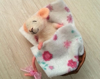 Needle felted mouse, miniature mouse, dollhouse mouse, felt mouse, baby mouse, felt mice, felt, art mouse, woolen figurine, happy mouse