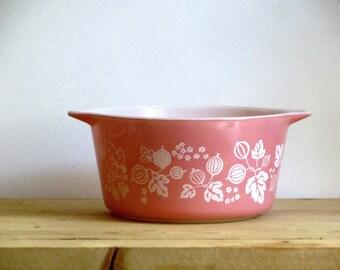 Pyrex Gooseberry White on Pink One Quart Casserole Bowl Serving Dish 473 Mid Century Kitchen
