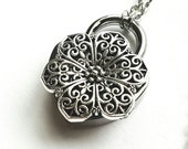 Flower Daisy - Discreet Slave BDSM Day Collar Necklace Heart Lock