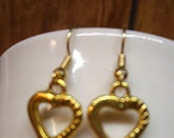 Gold Tone Dangle Heart Earrings With Stoppers
