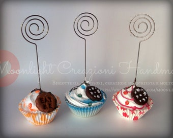 Big baking cups photo holder with decorations in fimo