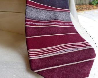 John Henry Designer 100% Silk Tie. Made in the USA VINTAGE TIE