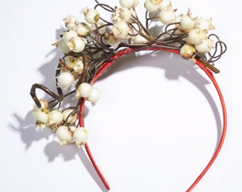 "Fascinator ""Berry Time"", Berries white , red hair circlet"
