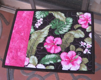 Quilted Mug Rug / Snack Mat Fuchsia Hibiscus 620