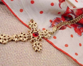 """Avon """"Abbey"""" Pendant Necklace Gold Tone With  Ruby Colored Accent - Vintage 1975"""