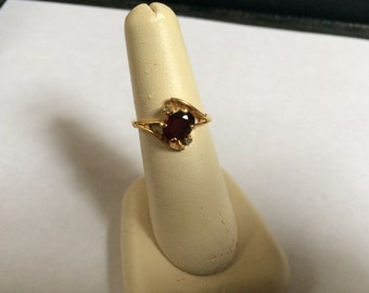 Vintage Goldtone with Simulated Ruby Design Ring, Size 7