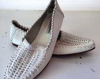 ON SALE vintage. LOAFERS. shoes. Leather. woven. White. 1980s. Size 8.