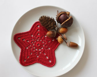 Crochet red stars set of 3, snowflakes, Christmas star, tree ornament, gift wrapping, table decor, Ready to ship