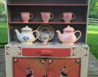 Ideal Toy Corporation Tin Lithograph Hutch With Pennsylvania Dutch Design