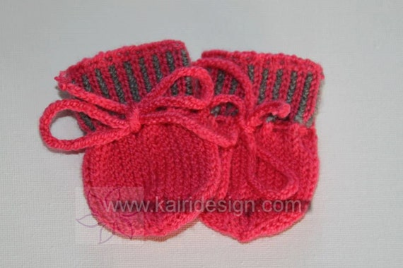 Knitting pattern of Baby doll setPattern baby doll mittens