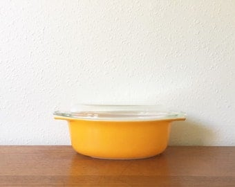 Vintage Pyrex Bright Tangerine 1.5 Quart Casserole