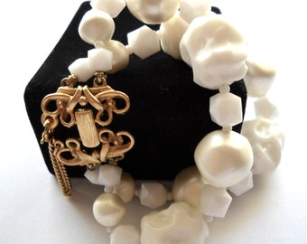 Signed SCHIAPARELLI Vintage Designer Faux Pearl White & Cream Bracelet circa 1950