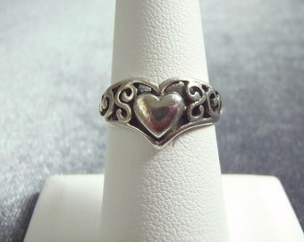 Sterling Silver Heart Ring Sz 6 3/4 R222