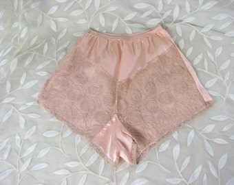 1930/40s Peach Rayon Panties/Tap Pants with Lace.........MINT Condition /  size  X-Small