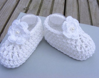 Newborn baby girl booties, booties, crochet booties, crochet flower booties, UK hand made