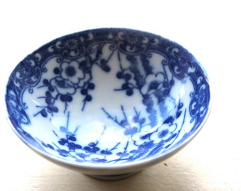 small chinese bowl- antique white blue ceramic- floral mini bow- botanical design- Asian art kitchen- serving table dinner- Chinese vintage