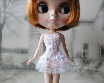Romantic burlesque white and peach corset hand made fits Blythe doll