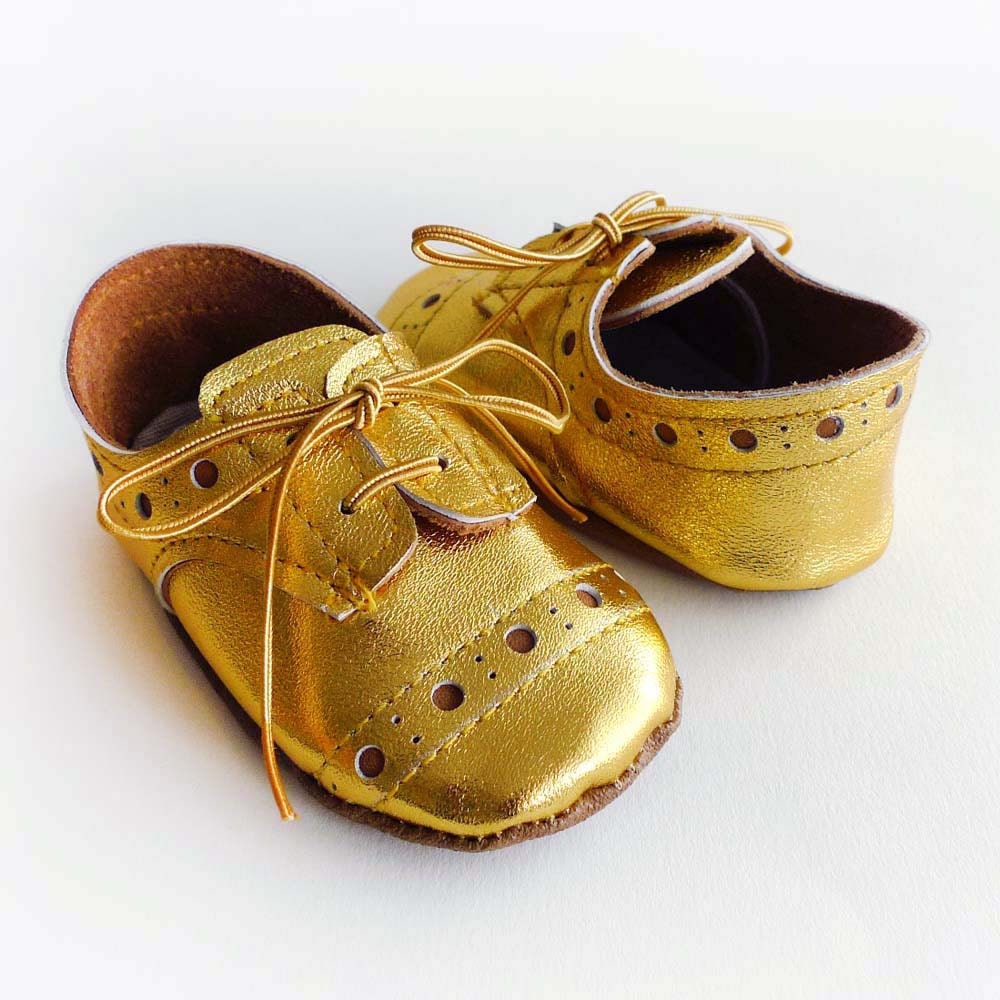 Baby shoes handcrafted in Canada by ajalor on Etsy
