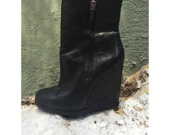 Black ankle boots / ankle boots / lady gaga / platforms / black platforms / wedges / black wedges / size 71/2 womans in good condition