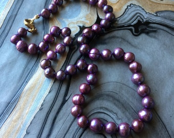 Hand-knotted Freshwater Pearl Necklace in Purple