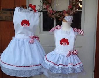 Grandma and Grandaughter / mommy and Daughter matching Aprons
