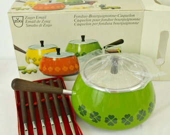 New in Box Vintage Swiss Made Green Four Leaf Clover Shamrock Fondue Pot + Forks Rosewood Handle