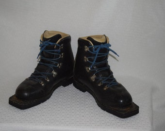Merrill Black LeatherCross Country Boots with Blue Laces