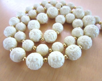 """Trifari vintage off white cream colored carved flower graduated size beaded 20"""" necklace with goldtone bead spacers - Free U.S. Shipping"""
