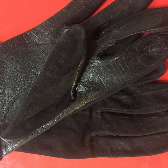 Vintage gloves black leather short gloves with suede tops size 5 6 1950s gloves 60s Mod accessort winter shorties turn back cuffs