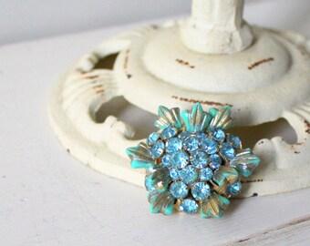 Vintage 1950s Turquoise & Aqua Rhinestone Brooch / 50s Domed Flower Brooch / The Ocean Blue Brooch