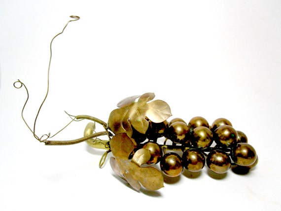 Large Vintage Grapes, Brass Grape Cluster, Brass Grapes, Brass Grape Bunch, Wine Cellar Decor, Gift for Wine Lover, Wine Decor
