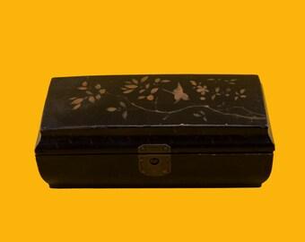 Beautifull handpainted Chinese laquer box