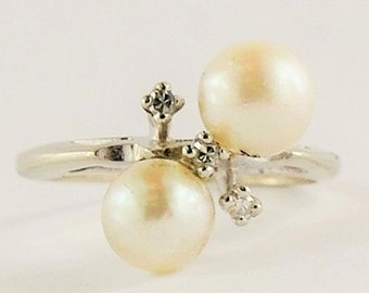 Vintage Double Pearl Ring With 3 Tiny Sparkly Diamonds - 14 karat white gold