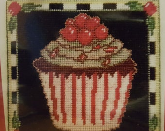 HOLIDAY CUPCAKE Cross Stitch Chart OMG #15 Counted Confections - Christmas