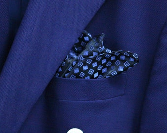 SILK Pocket Square in Blue and Navy