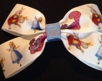 Alice in wonderland print boutque bow