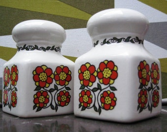 Vintage Taunton Vale Salt and Pepper Shakers - 1970's - Daisy Pattern
