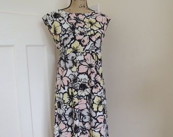 Flower Print A-line Summer Dress, Size 10/12, no-Sleeves, tie back/front