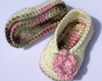Crochet baby shoes. Crochet baby booties. Crib shoes. Girls baby booties. Girls baby shoes. Baby. Booties for babies age 3-6 months.