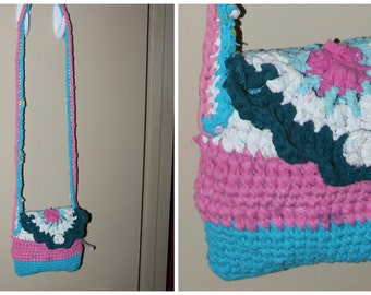 Upcycled. t-shirt yarn purse. cross body. pink blue white. zpagetti 22x8x8